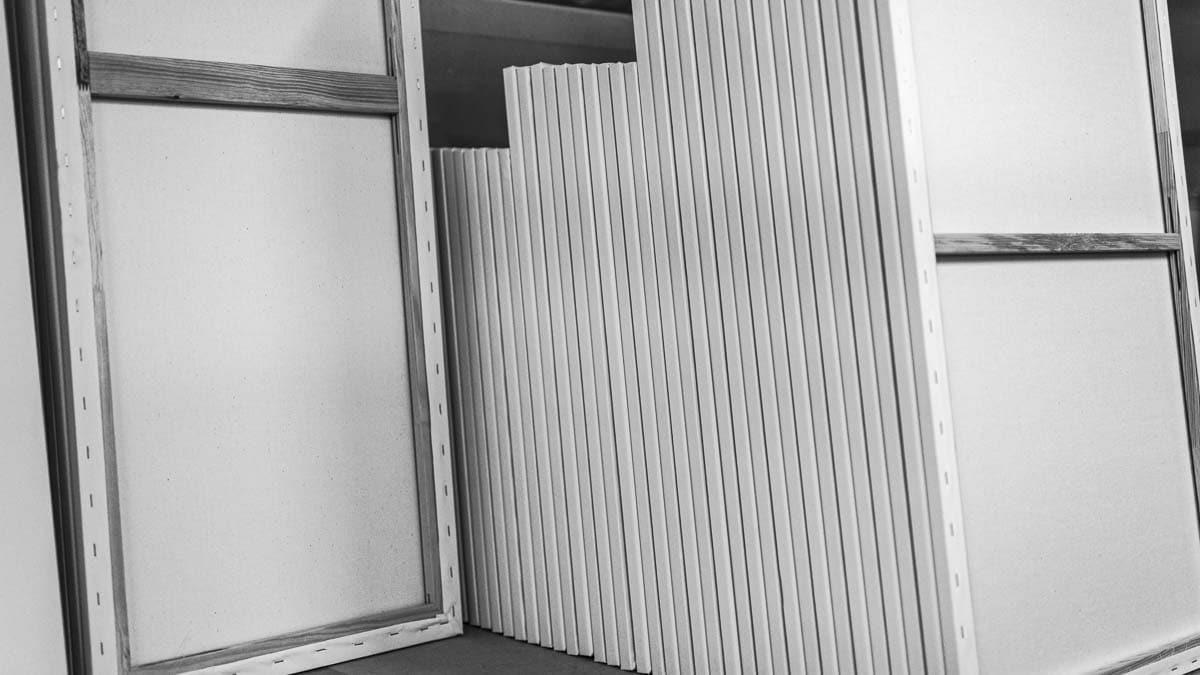 Canvases produced with stretching machines | Rahmen, die mit Stretching Maschinen bespannt wurden