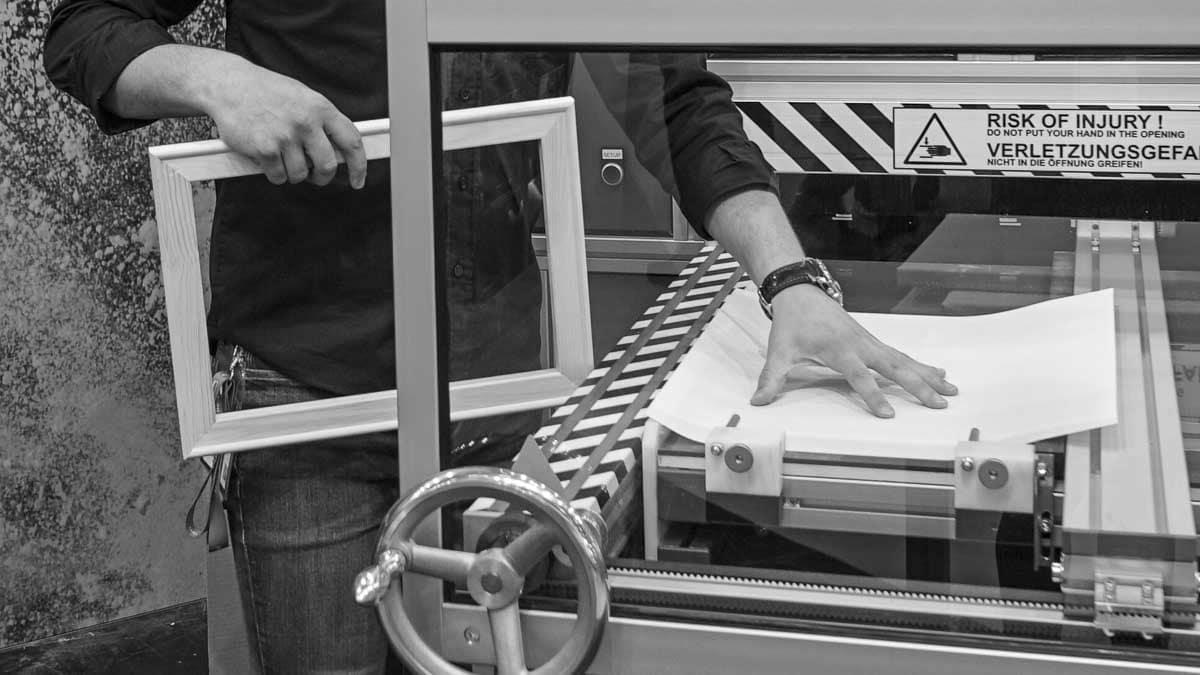 MHP STMaster canvas stretching machine refill | MHP STMaster wird neu befüllt