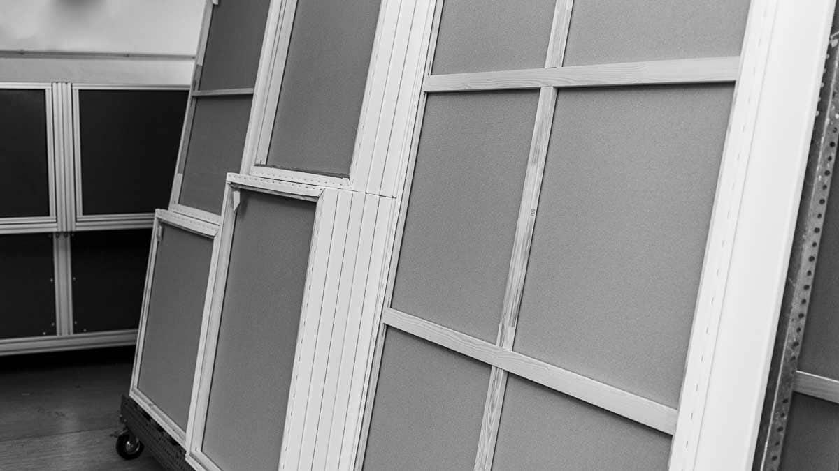 Oversized stretcher frames produced with MHP SpeedF X | Fertige Keilrahmen in XXL produziert mit dem MHP SpeedF X.