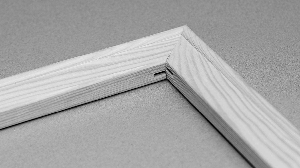 Stretcher frame with perfect right angle | Keilrahmen mit perfektem rechten Winkel